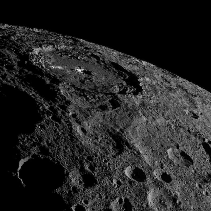 dawn-ceres-occator-crater-photo